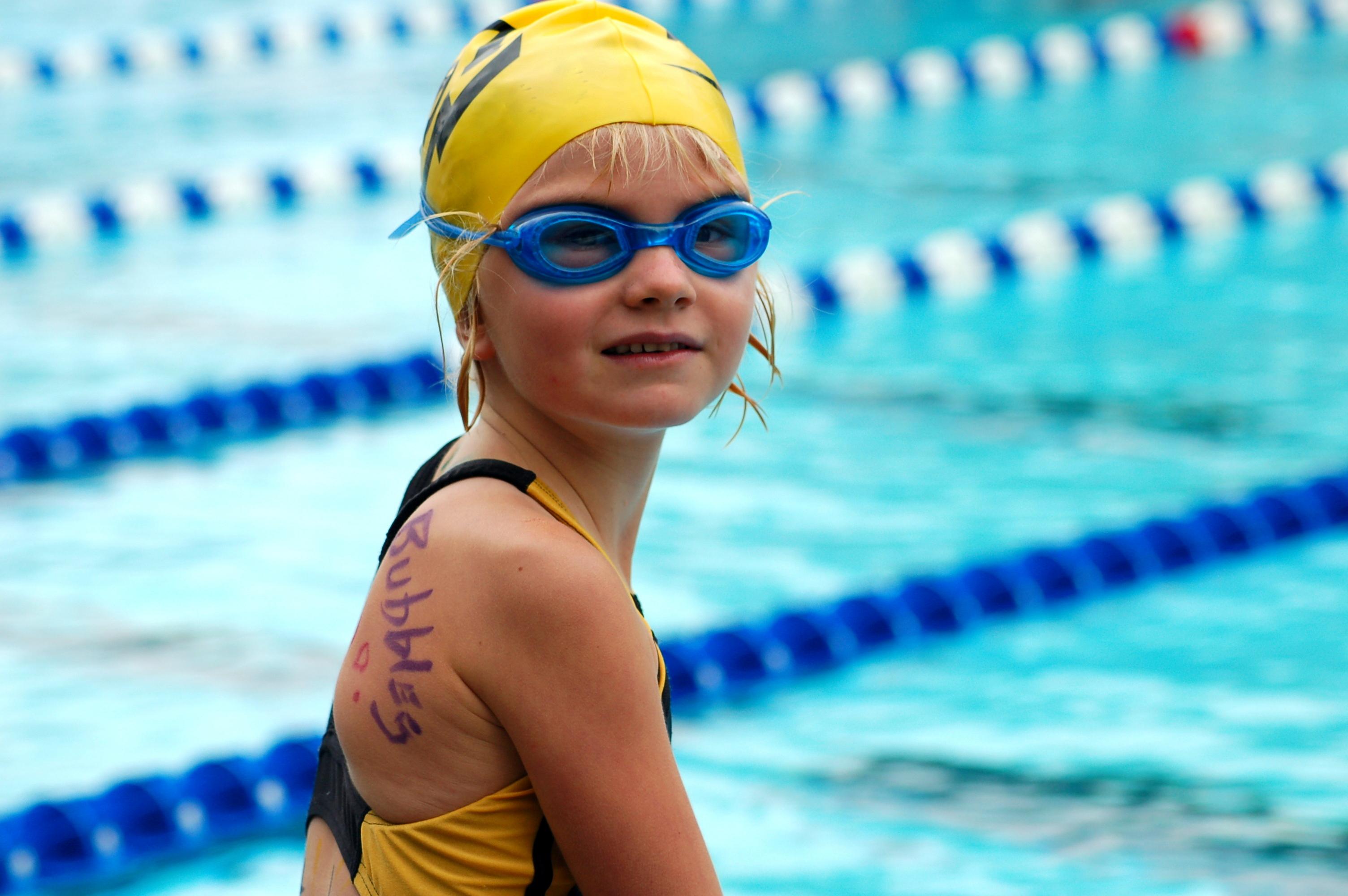 kislány úszás
