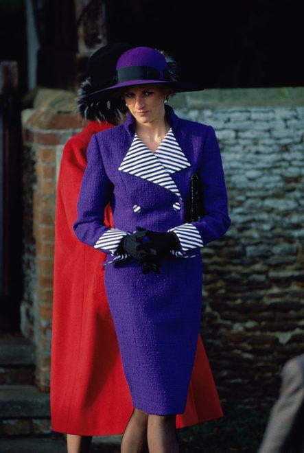 Diana hercegnő elegáns, lila szettben