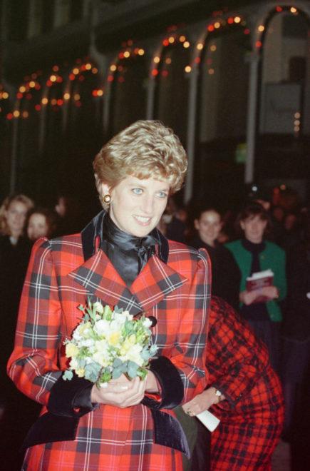 Diana hercegnő piros, kockás kabátban