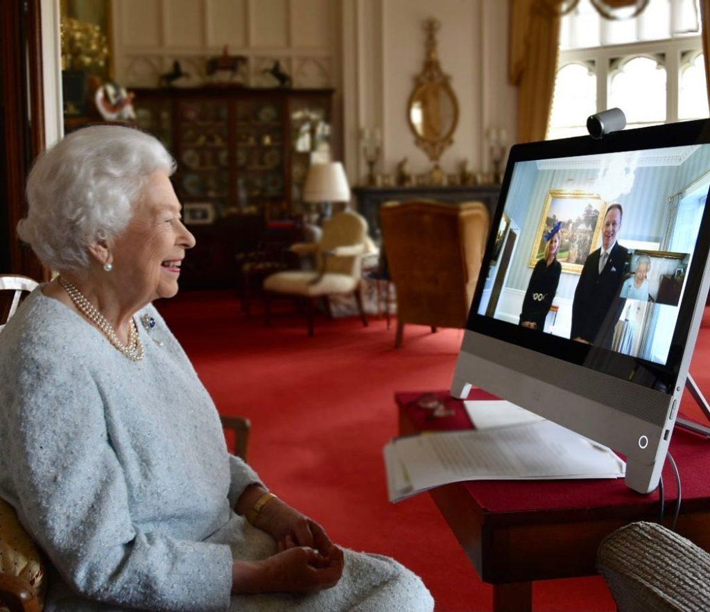 II. Erzsébet királynő és Kumin Viktóriáék beszélgetése felkerült a brit királyi család hivatalos oldalára is (Fotó: Instagram)