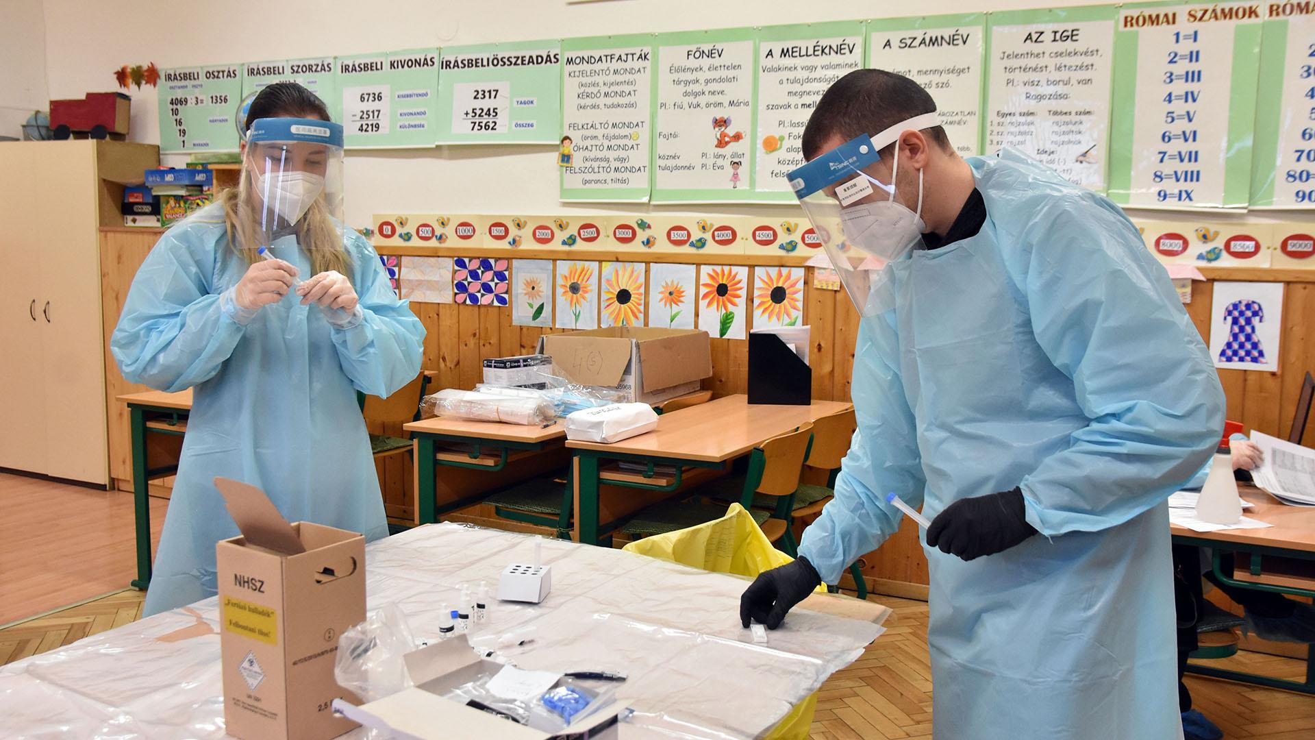 Koronavírus-teszt egy iskolában