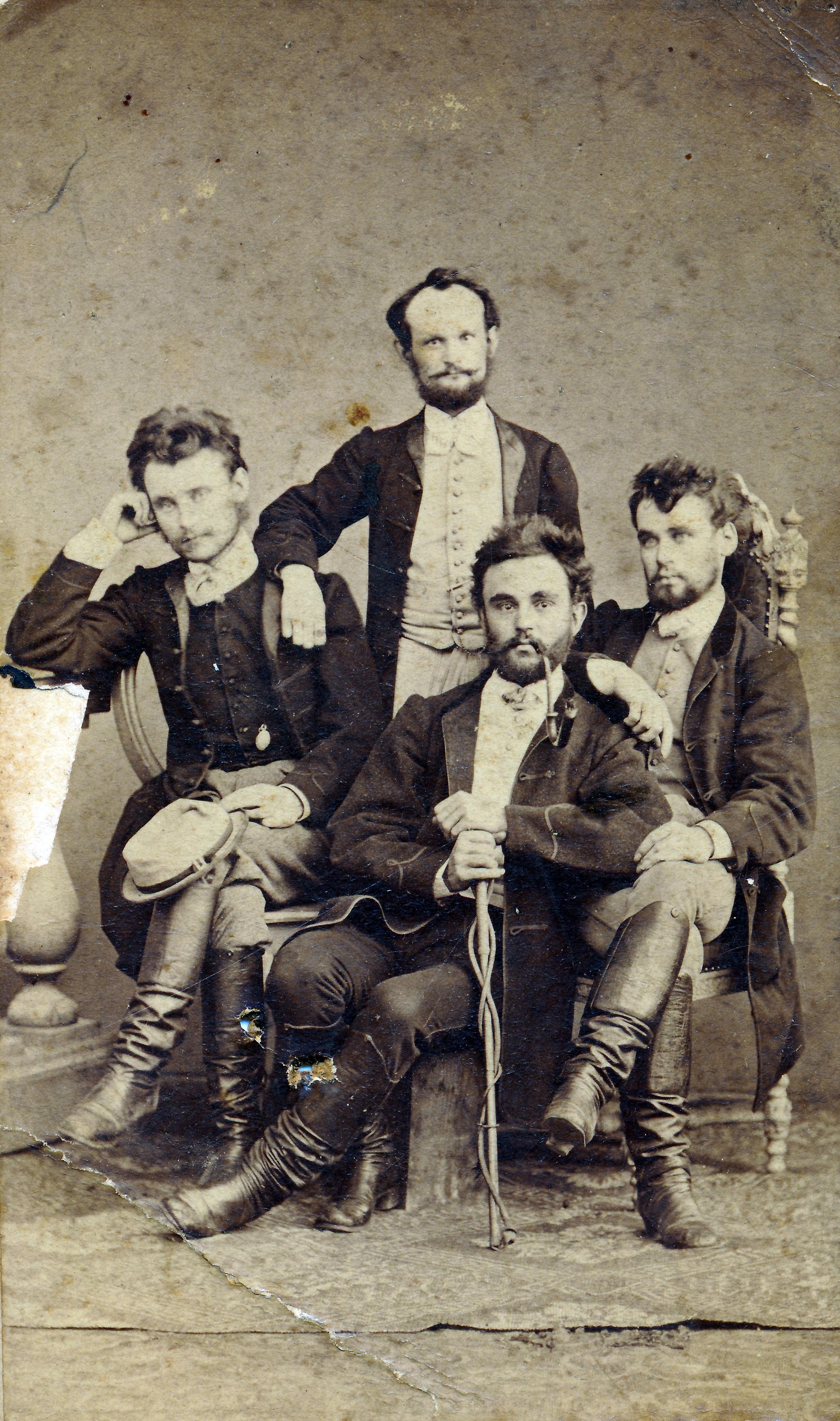 Fess magyar férfiak a századfordulón (fotó: Fortepan/Török Gyöngyvér)