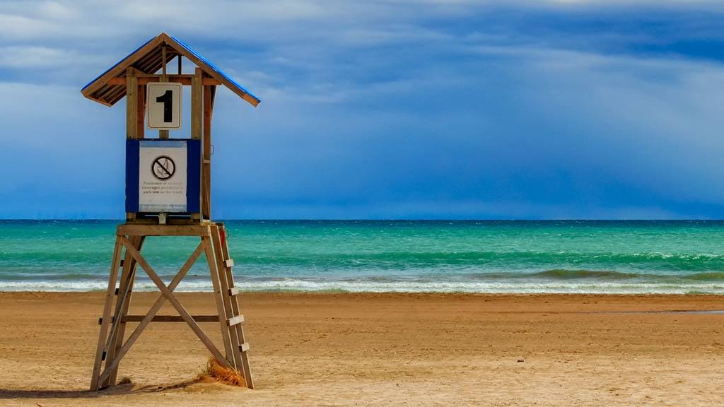 egyes szám tengerpart kék éggel