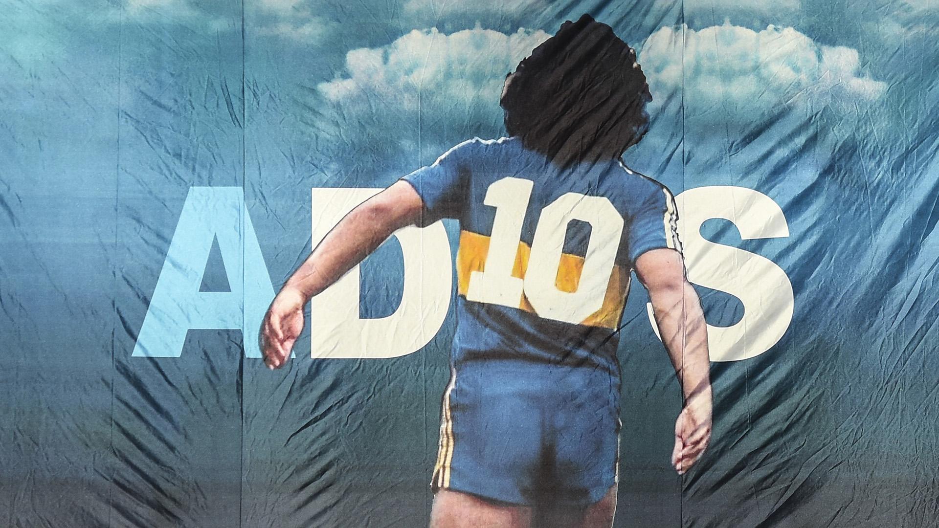 Apasági vizsgálatok miatt egyelőre nem hamvasztják el Maradona holttestét