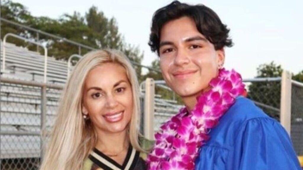 Orrplasztikát venne 19 éves fiának az élő Barbie-baba