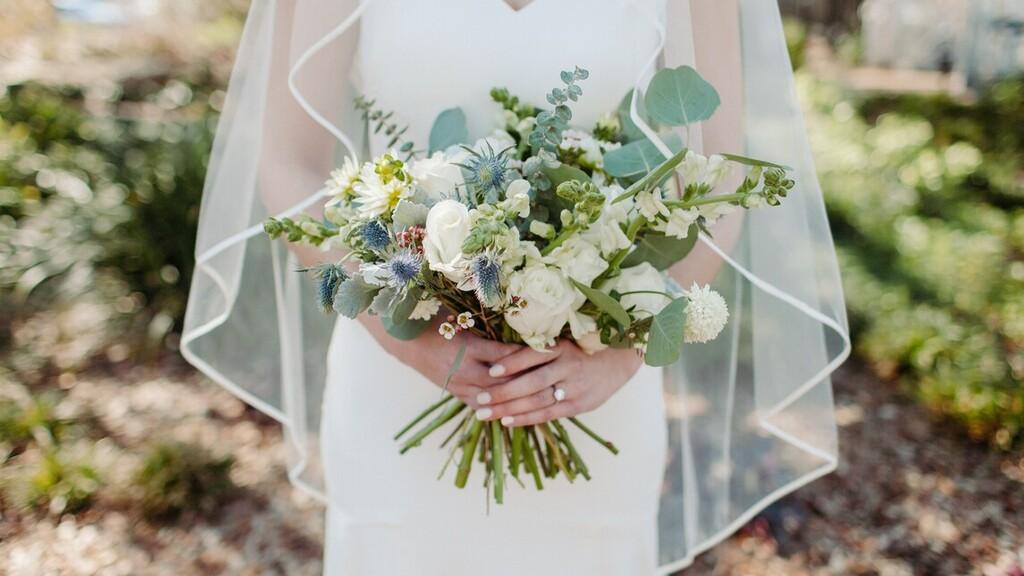 Tudta, nem éli meg az esküvőjét, ezért a lány elment a nagymamához a menyasszonyi ruhájában