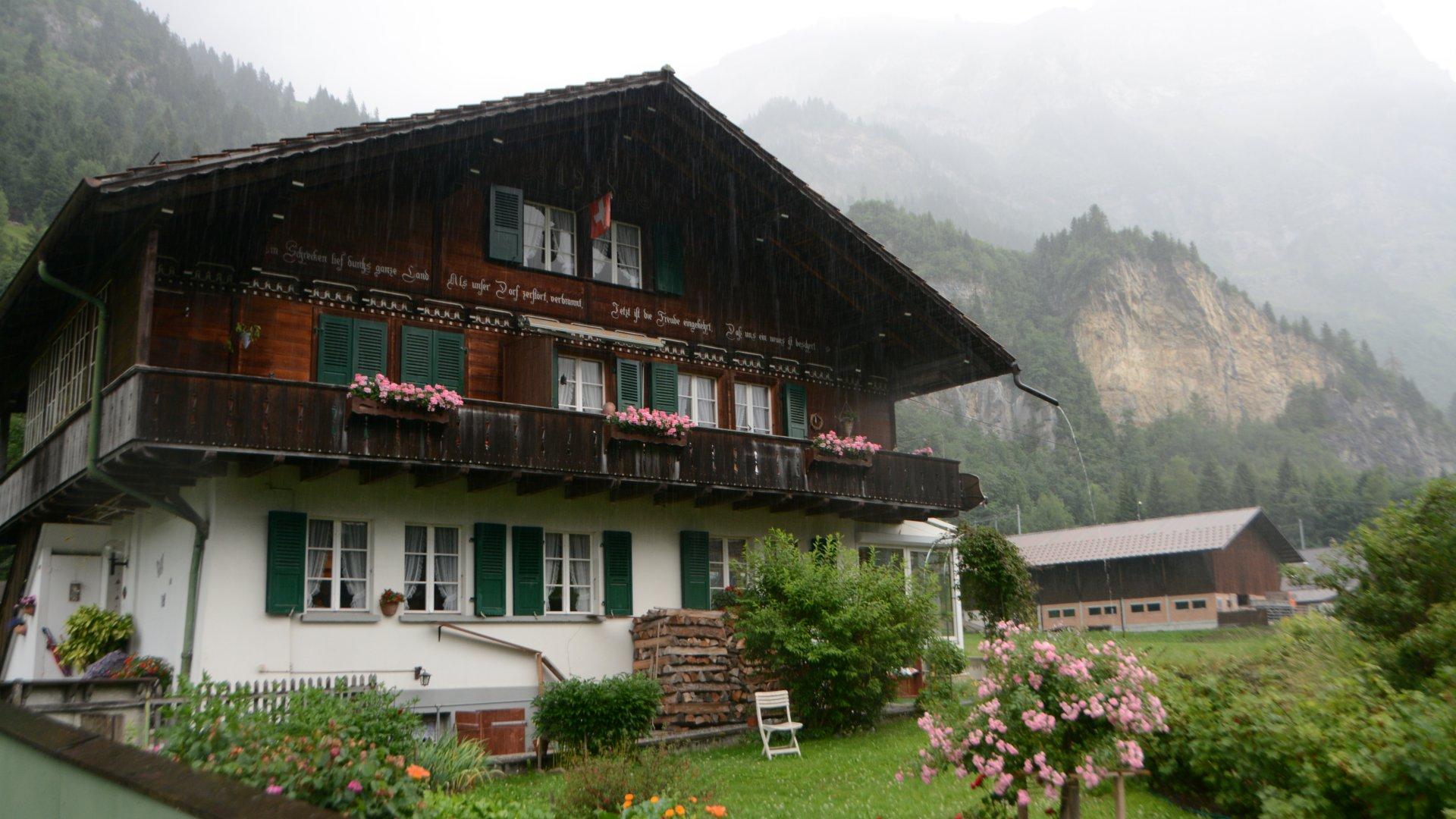 Újjáépített ház a svájci Mitholzban