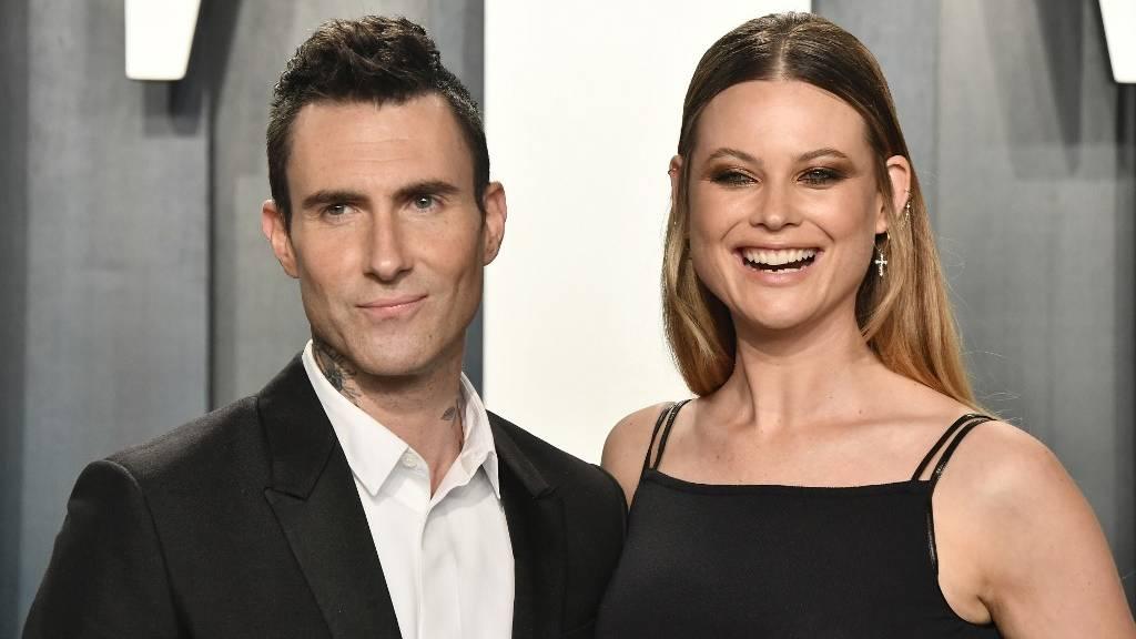 Adam Levine és felesége