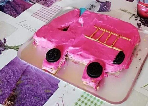 Tűzoltóautó torta