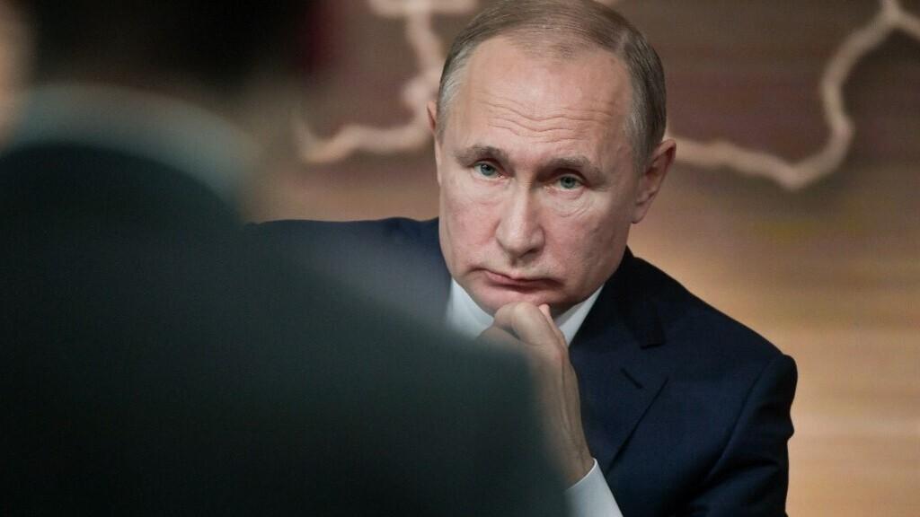 Vlagyimir Putyin is beoltatja magát az orosz vakcinával