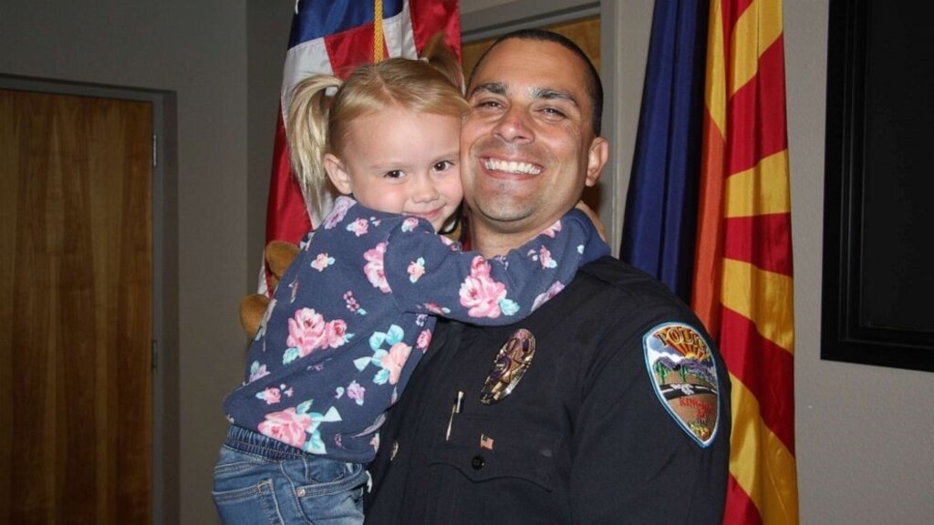Örökbefogadta a rendőr a kislányt, akit megmentett