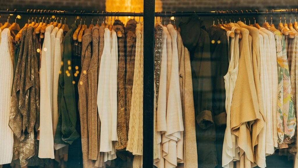 Bűnronda ruhát lehet kapni jó drágán - a vevők csak gyilkolós-szettnek nevezik