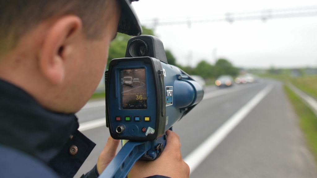 Balesetveszélyt okoztak a traffipaxozó rendőrök