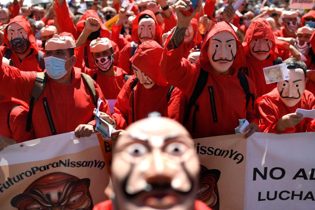 A sorozatból ismert maszk a tüntetések jelképe lett