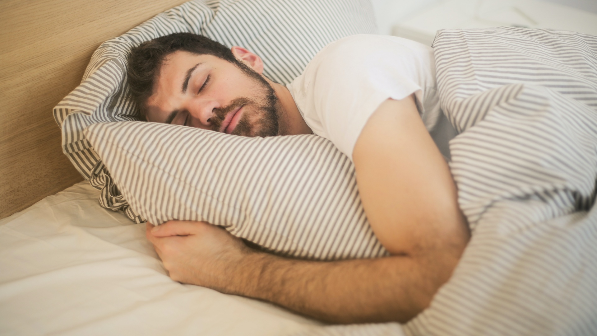 Alvó férfi