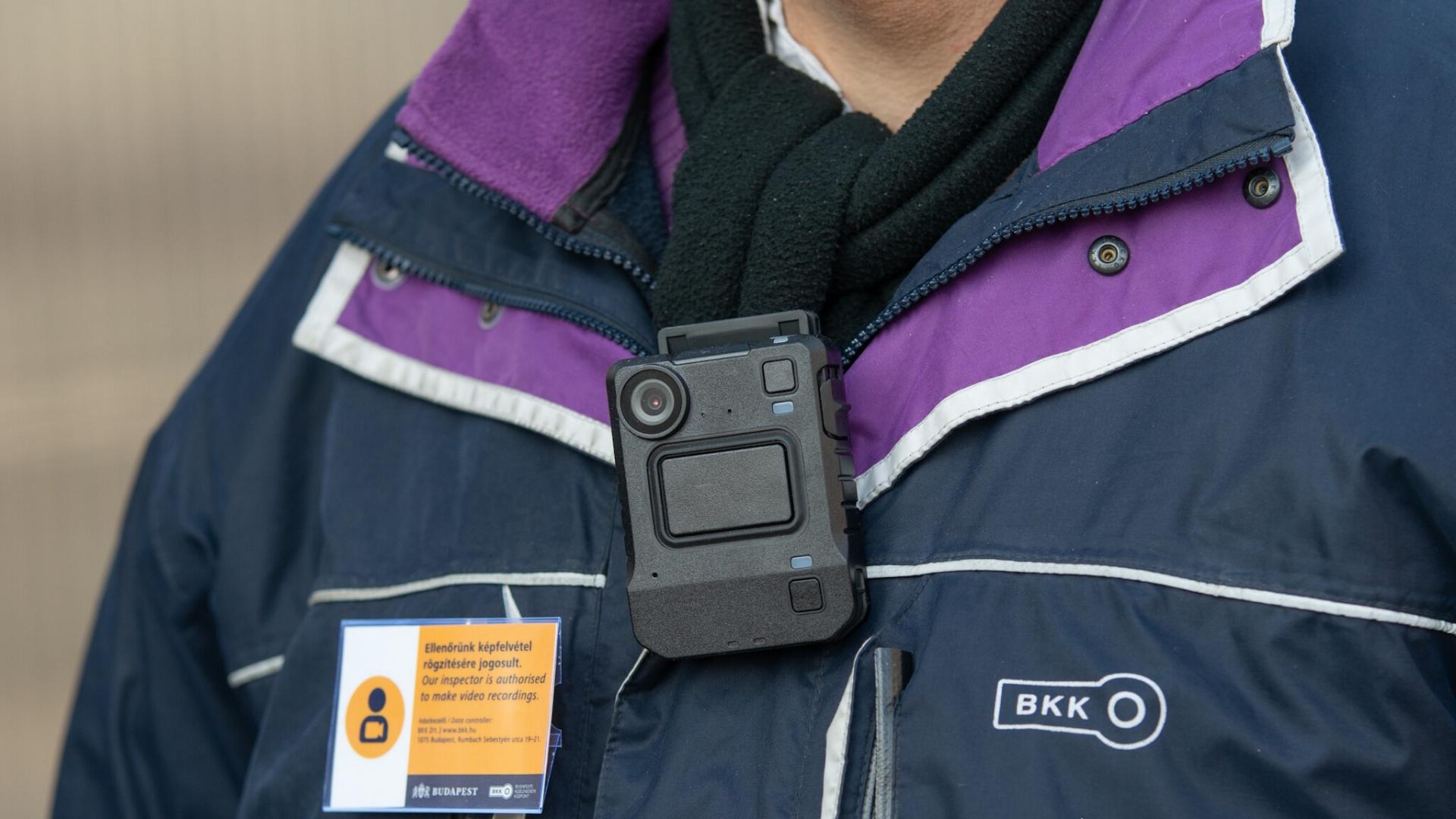 Testkamer egy BKK-ellenőrön