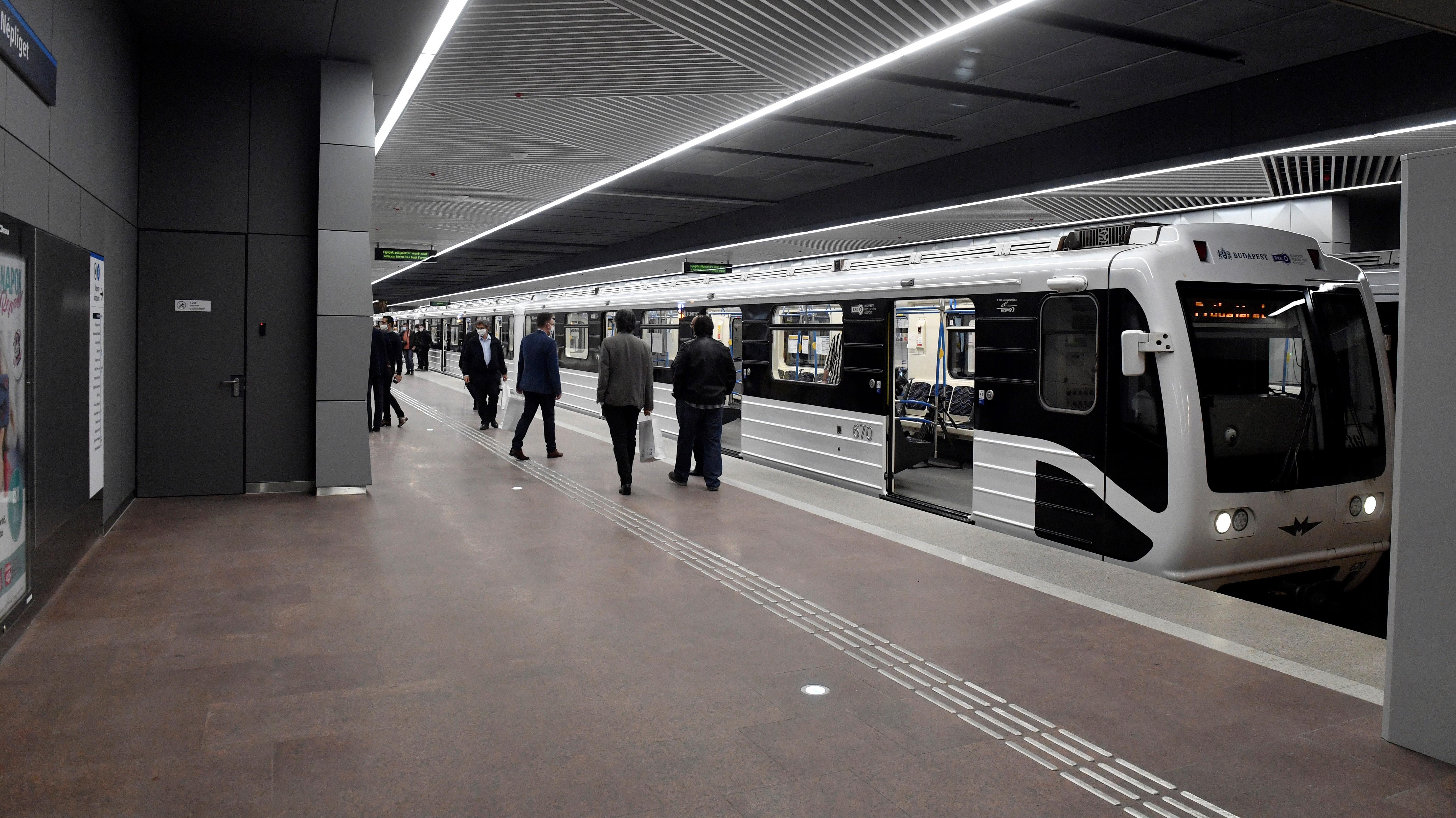A megújult Népliget állomás a 3-as metróvonal felújított déli, a Nagyvárad tér és Kőbánya-Kispest közötti szakaszának átadásán 2020. október 22-én.