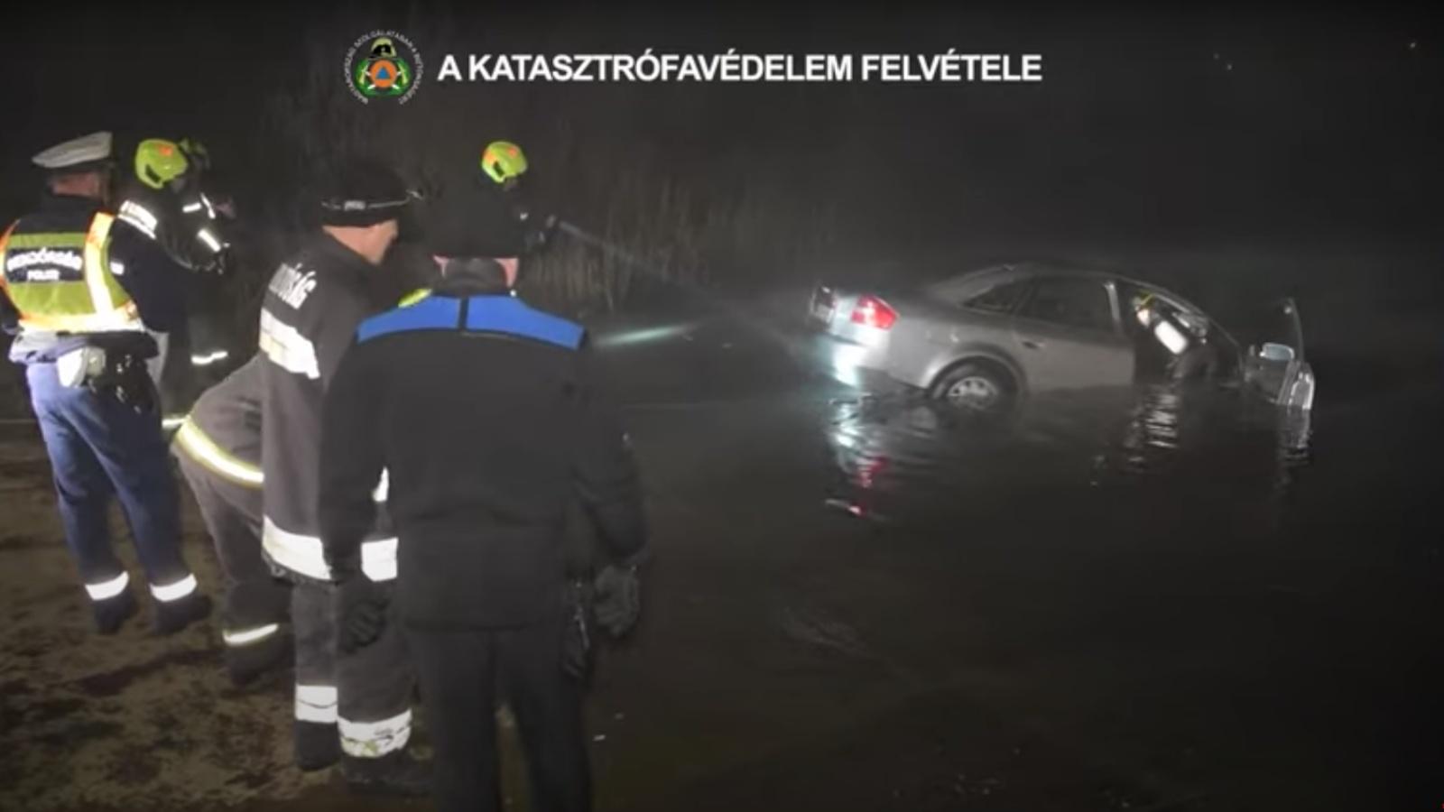 Dunába hajtott autó Soroksárnál