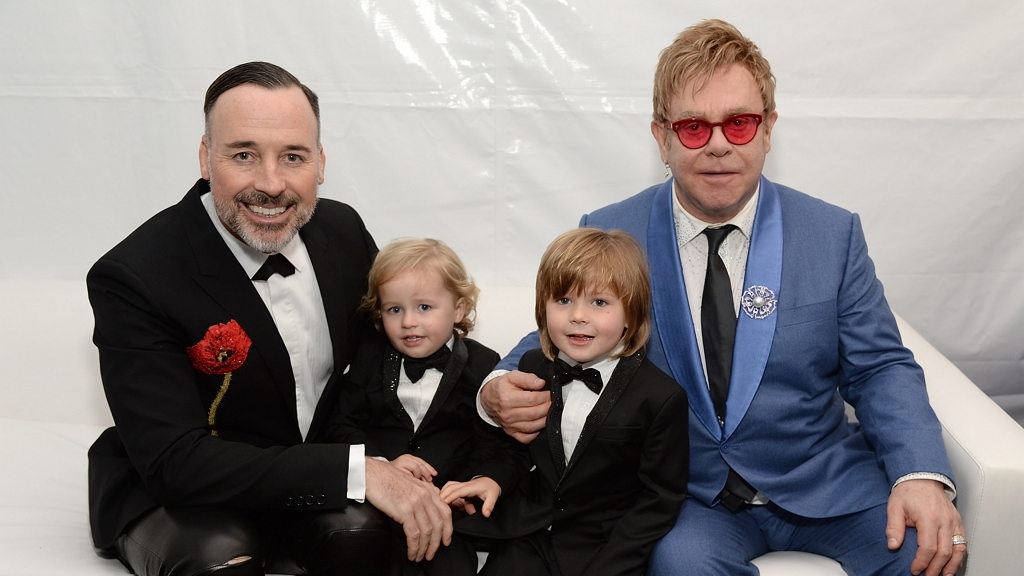 Elton John kisebbik fia Elijah 8 éves lett