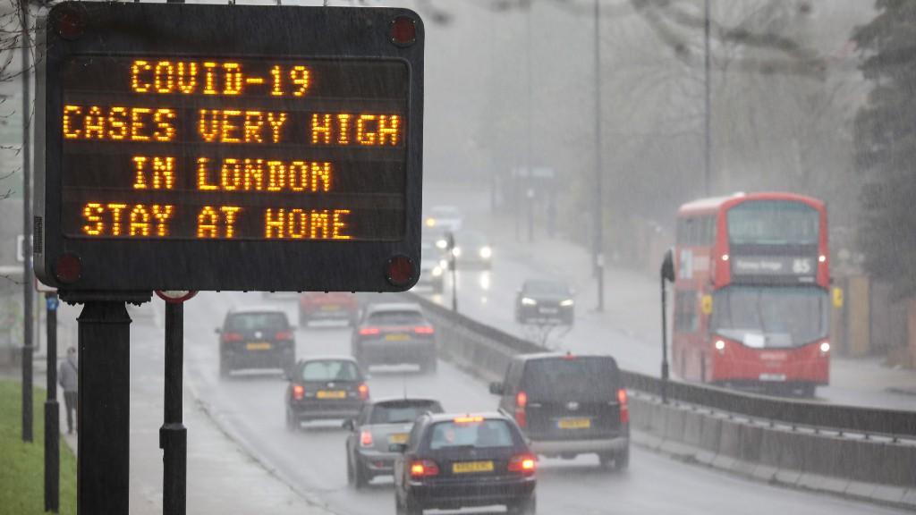 Londoni hétköznapok Covid idején (fotó: Jason Alden/Bloomberg via Getty Images)