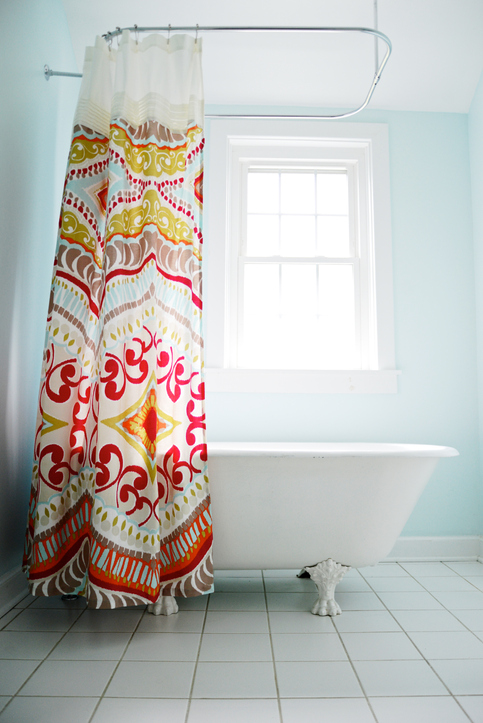 Egy jól megválasztott zuhanyfüggöny már fél sikerFotó: Getty Images
