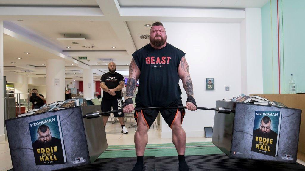 Ezért fogyott 36 kilót a világ legerősebb embere.