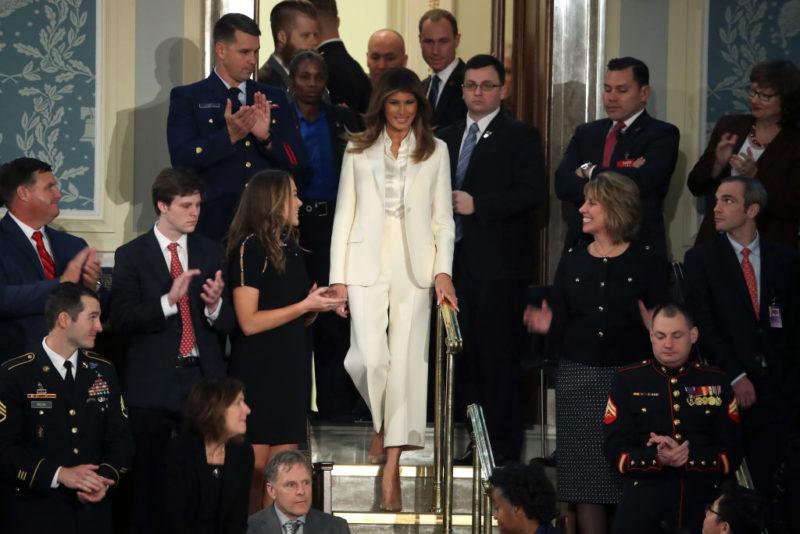 Fehér kosztüm