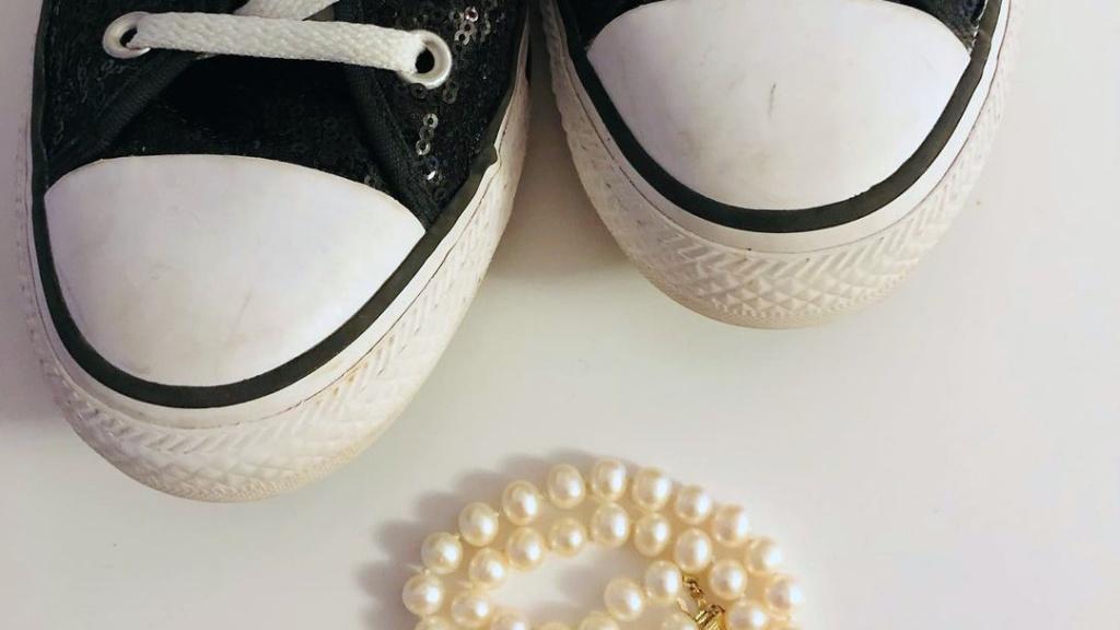 Converse és gyöngysor