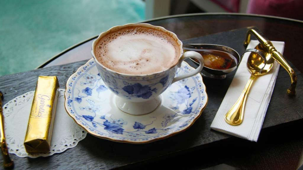 forró csokoládé szép csészében
