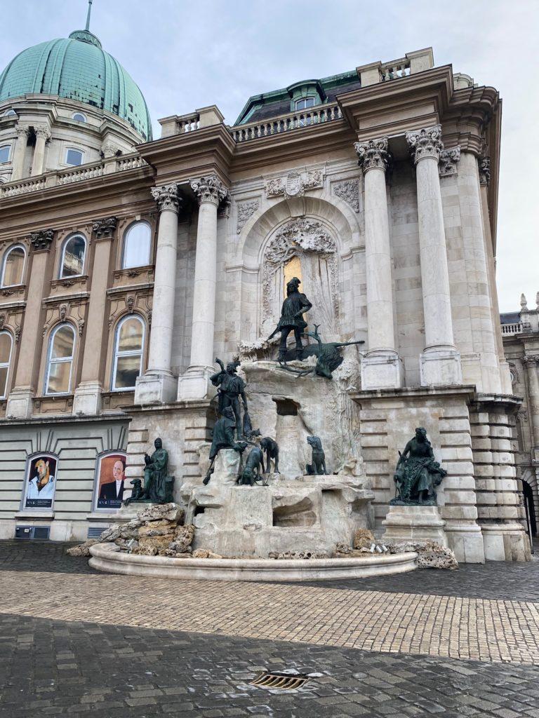 Budai Vár - a vadászó Mátyás király emlékmű-díszkútja