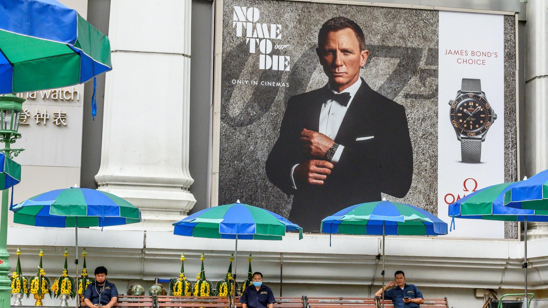 Az új James Bond-filmhez kapcsolódó reklámplakát Daniel Craiggel