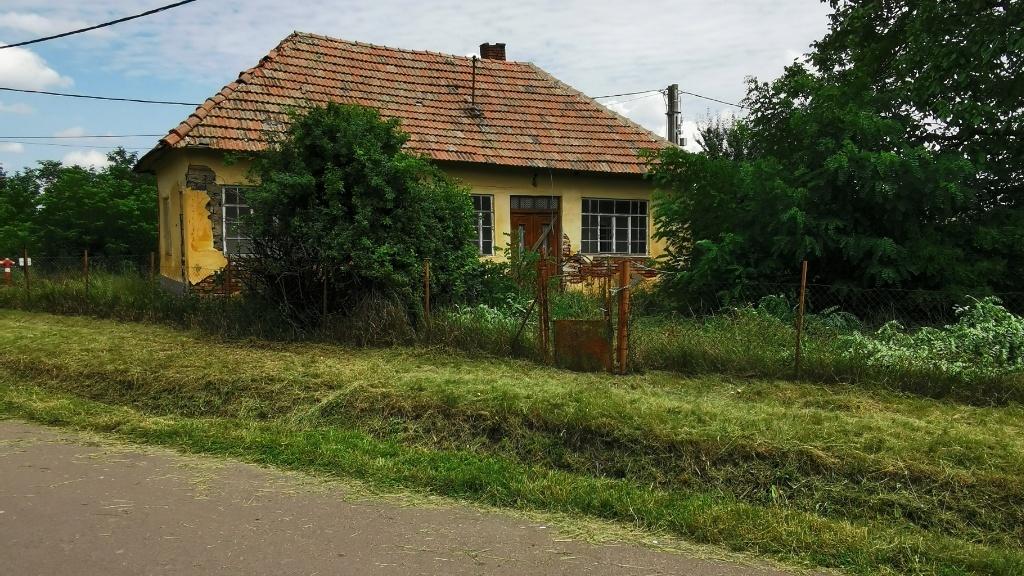 Ezért a házért 300 ezer forintot kér a tulajdonosa (Fotó: ingatlan.com)