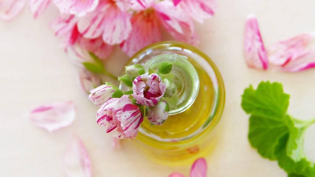 aromaterápiás kellékek virággal