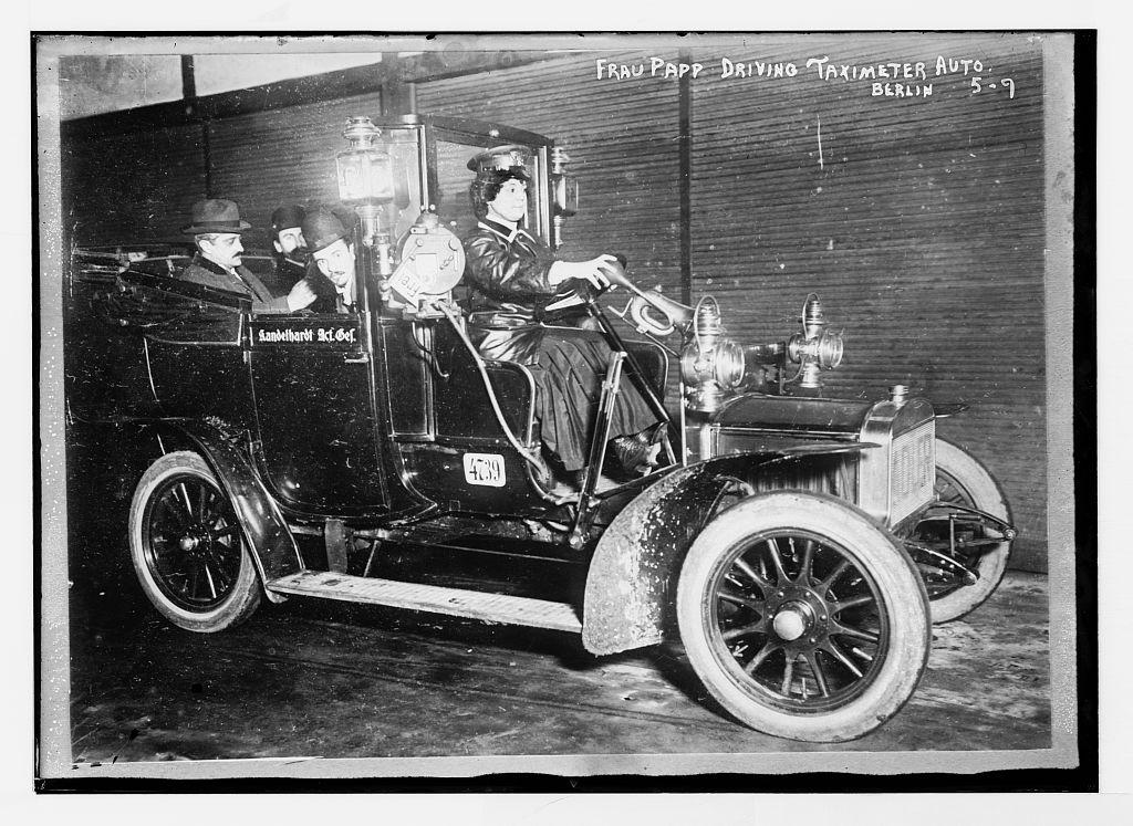 Frau von Papp, az első női taxisofőr (fotó: loc.gov)