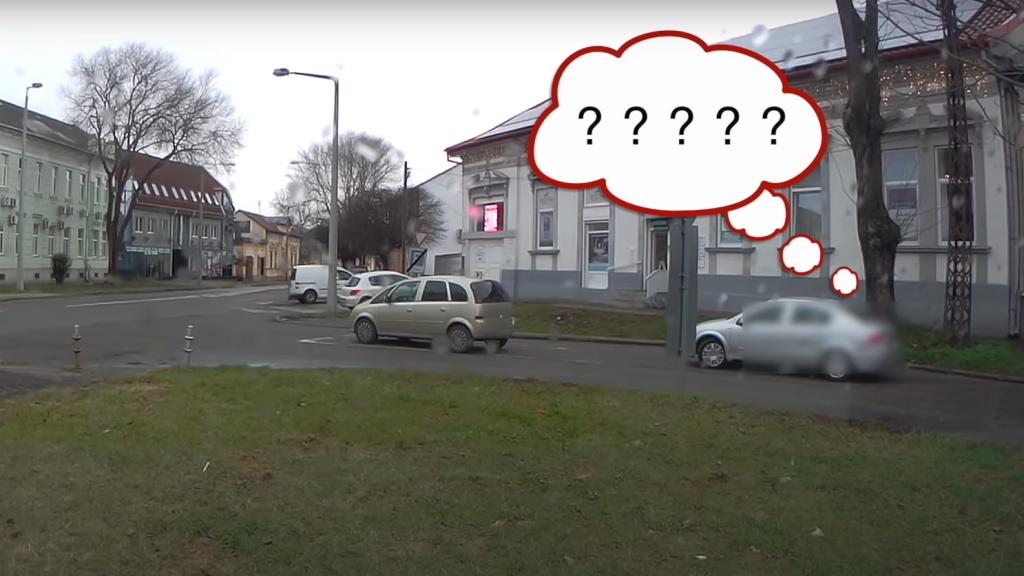 Parkolás az út közepén Nyíregyházán
