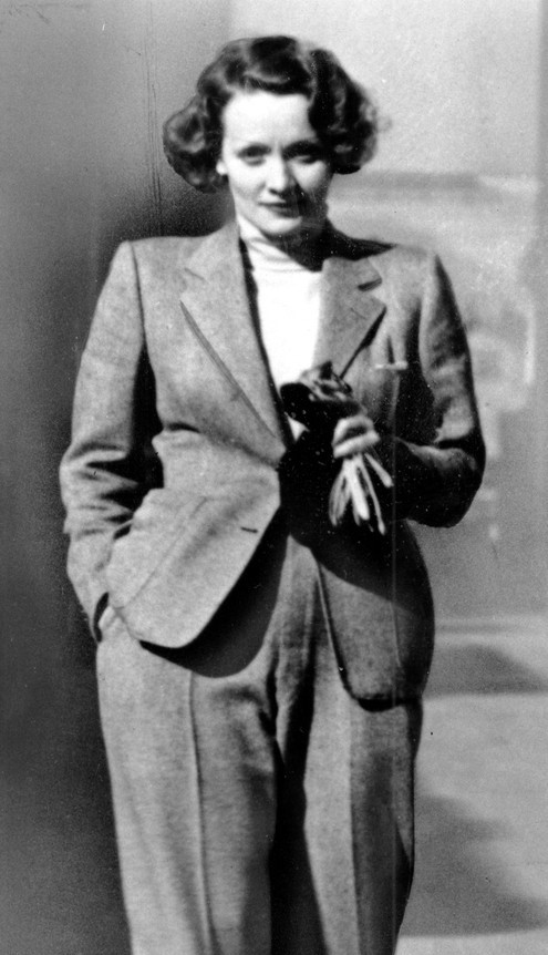 Marlene Dietrich Coco Chanel egyik nadrágkosztümjében 1933-ban.