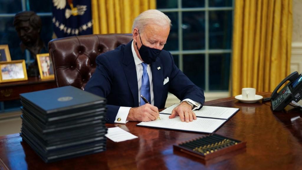Joe Biden első munkanapja a Fehér Házban (fotó: Profimédia)
