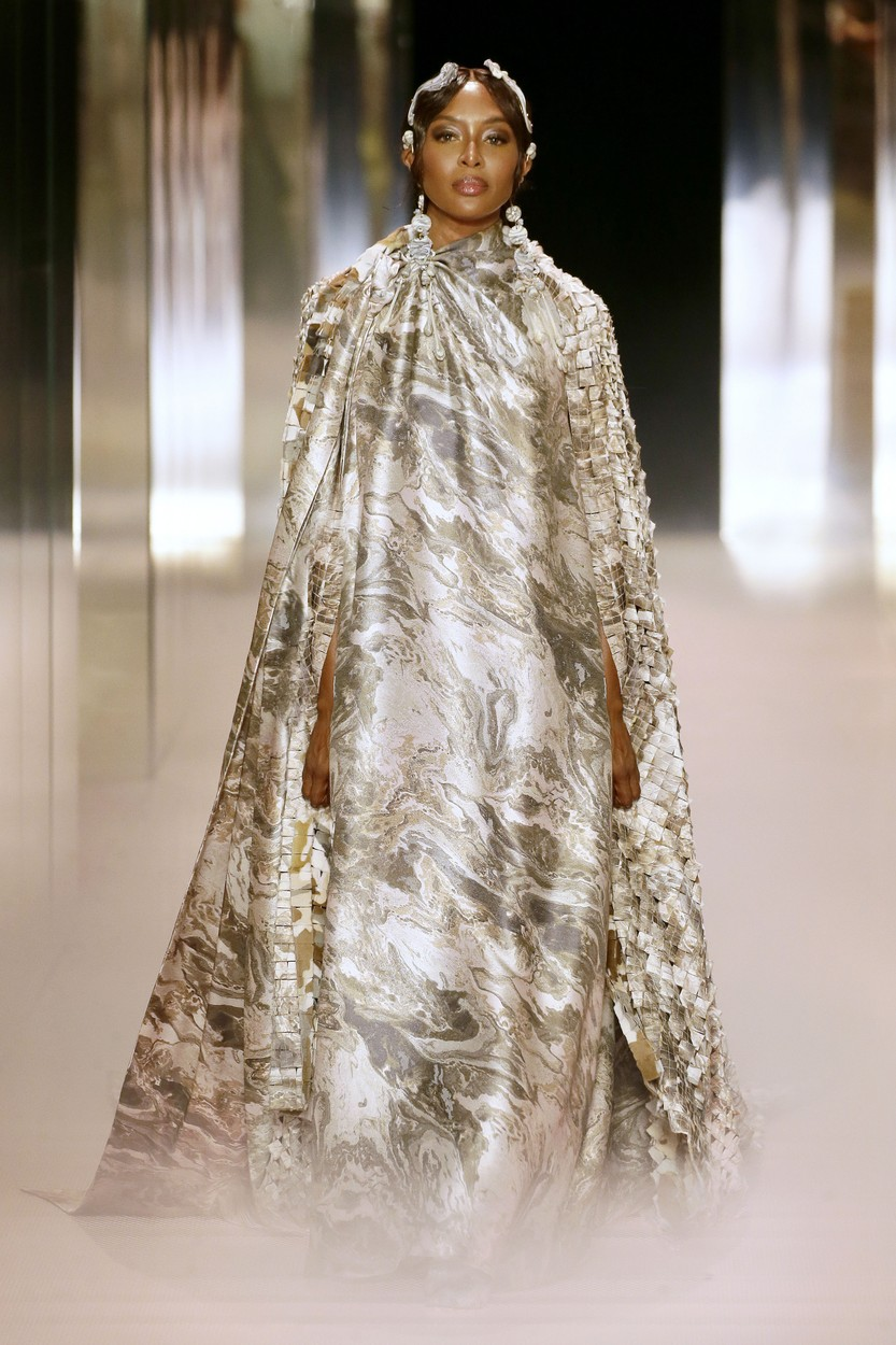 Naomi Campbell a Fendi kifutóján