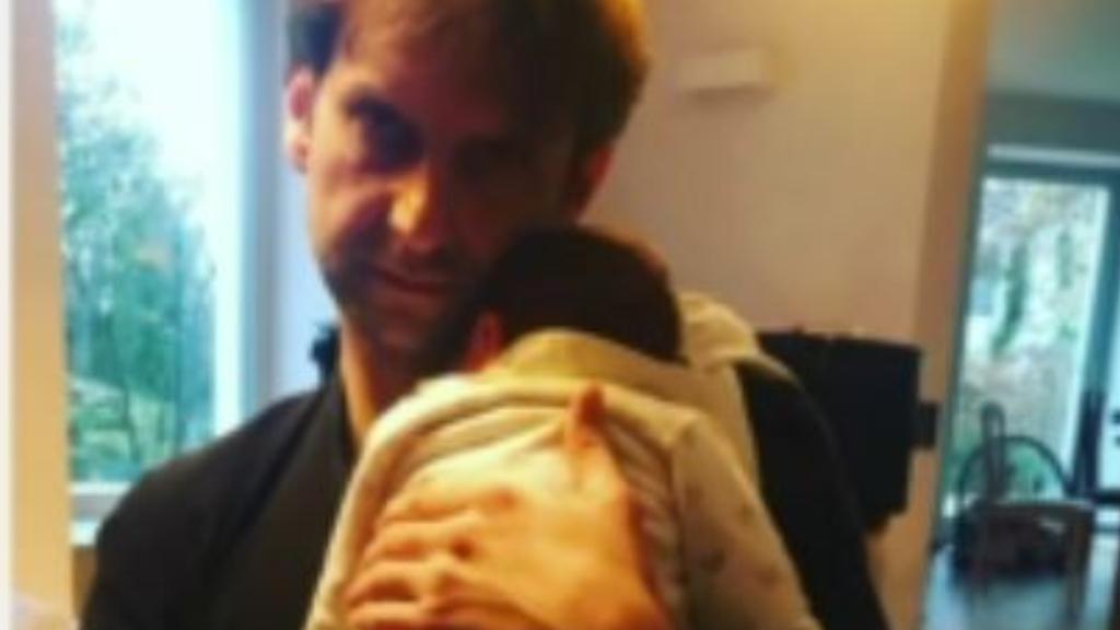 Simon Kornél és kisfia, Áron