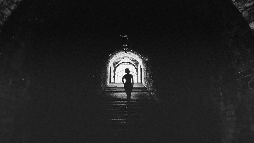 Titkos alagutat vájt szeretőjéhez
