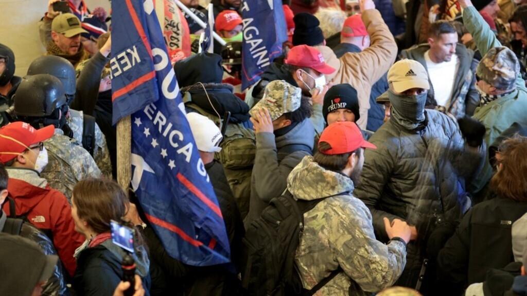 Trump-hívők betörtek a Capitoliumba