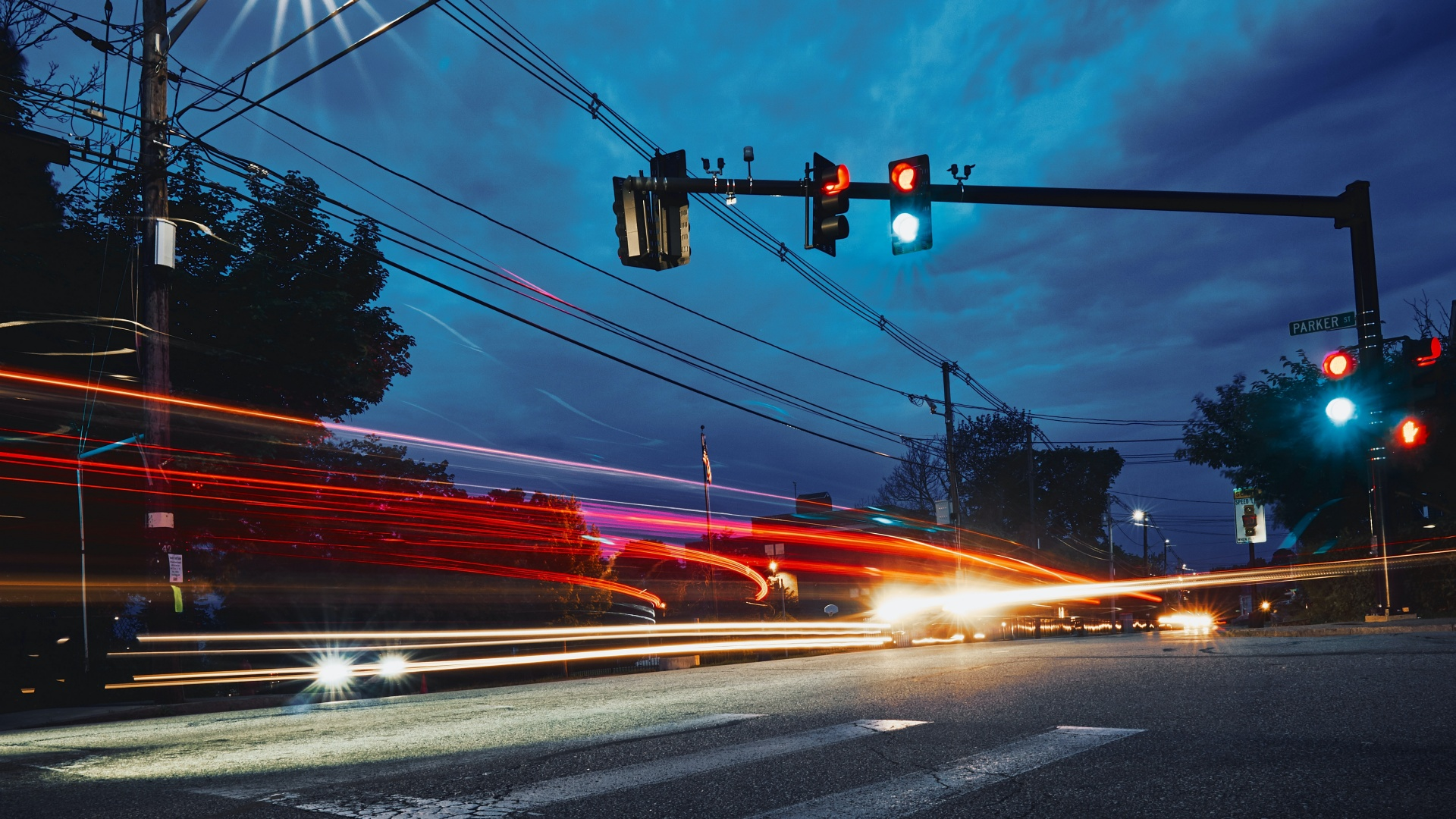 Közlekedési lámpák egy útkereszteződésben