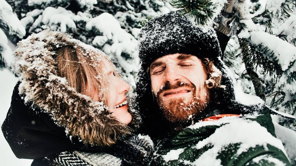 cuki szerelmespár hóban