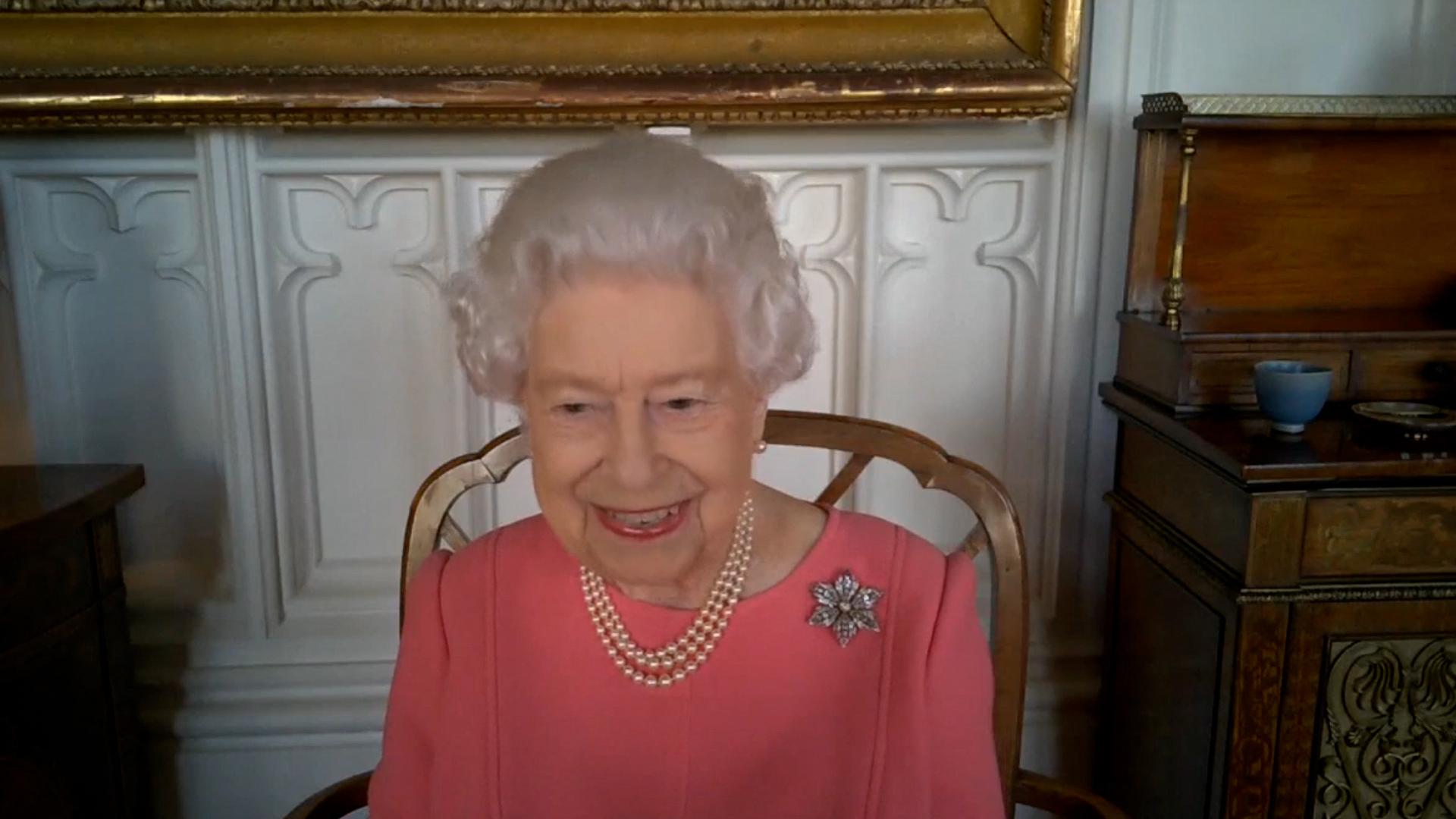 II. Erzsébet királynő videókonferencia közben