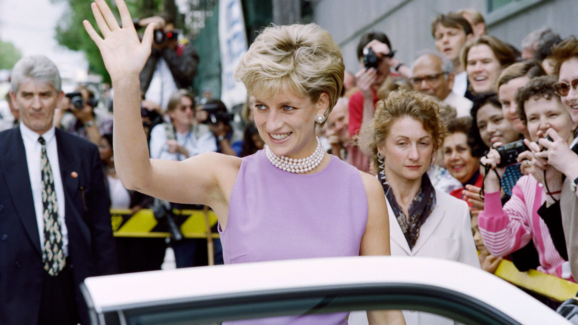 Így született Diana leghíresebb frizurája