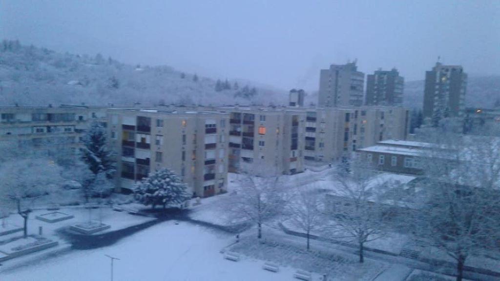 Salgótarján, lakótelep, hó