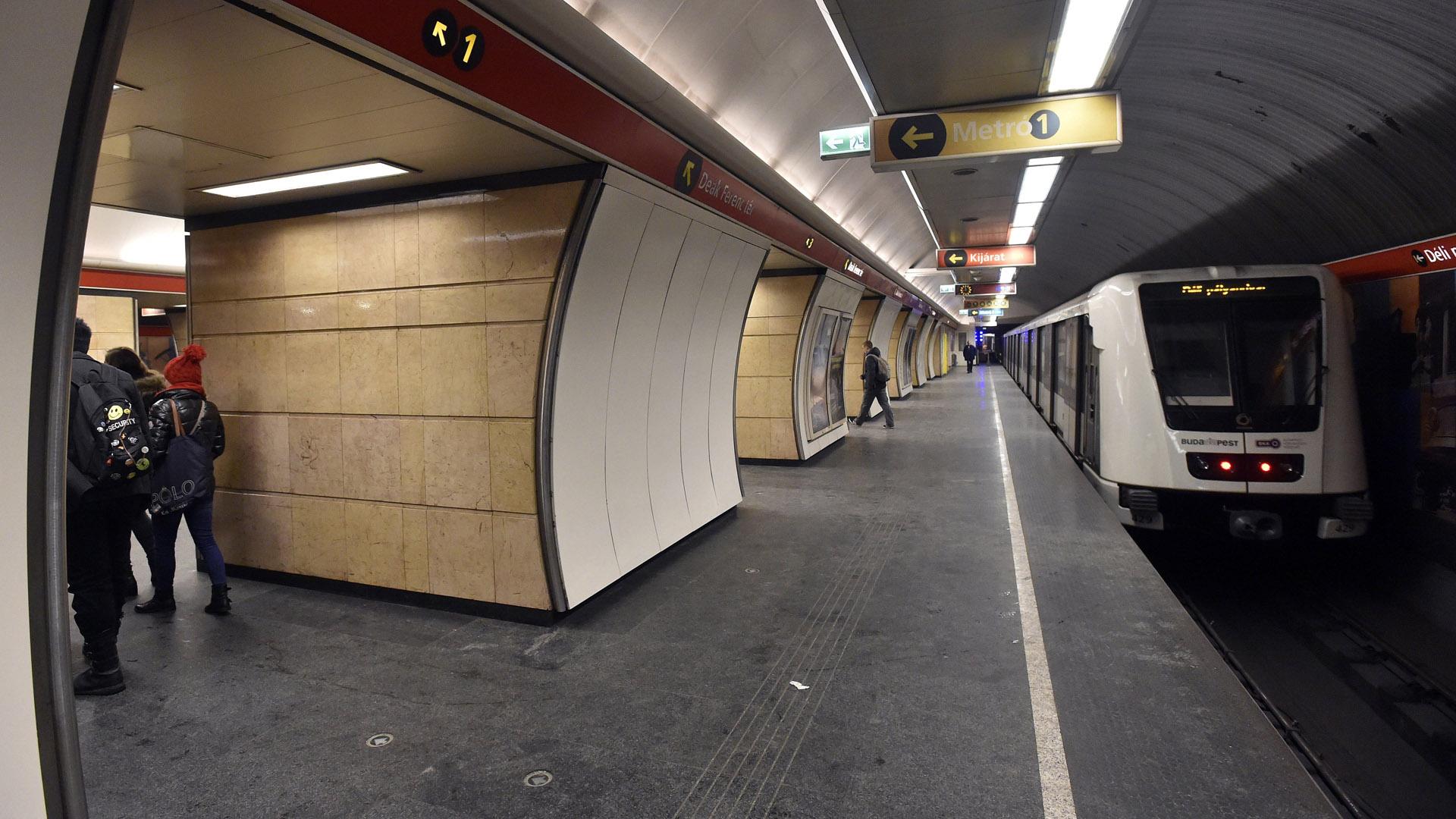 2-es metró, Deák tér