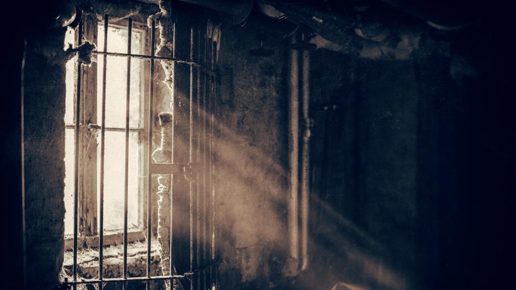 Pert nyert az olasz maffiózó: hallgathat zenét a börtöncellájában
