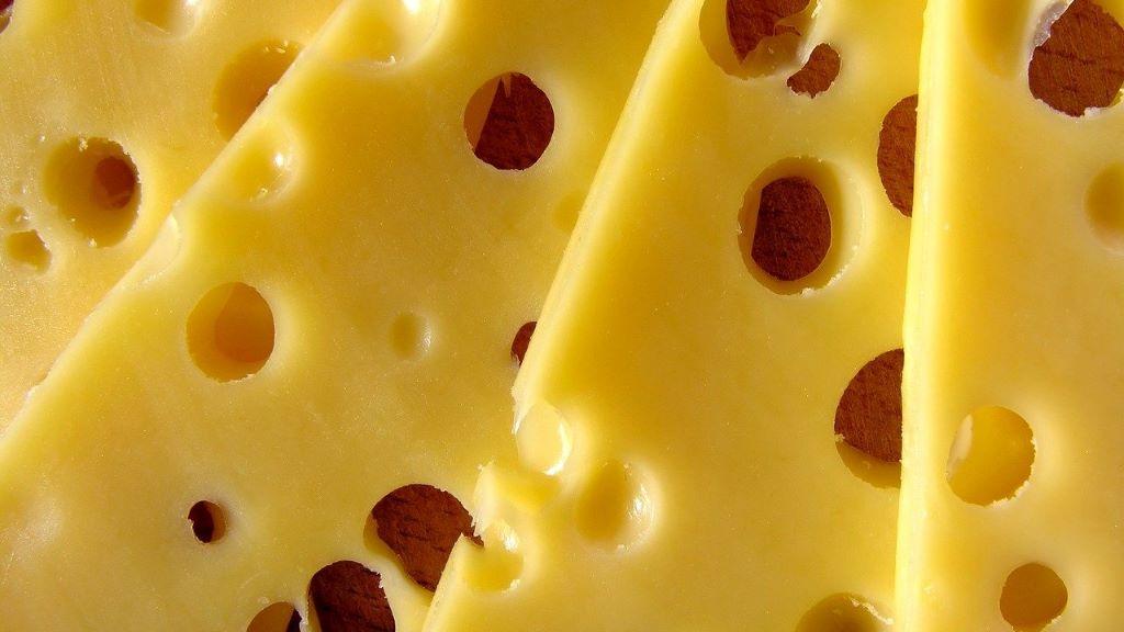 Ez a Prada felső úgy néz ki, mint egy sajtszelet
