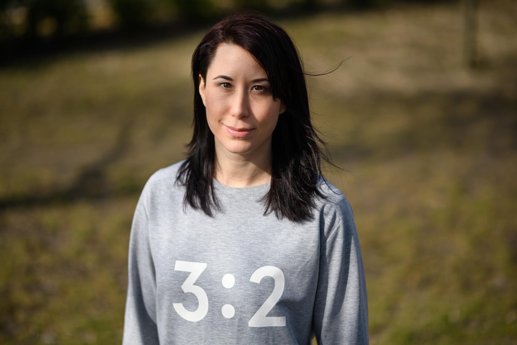 Ha tanár nincs, szenzorok mutatják a tökéletes ászanát – magyar lány találmánya hódítja meg a világot